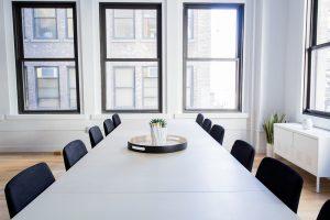 Firmenumzug Konferenztisch